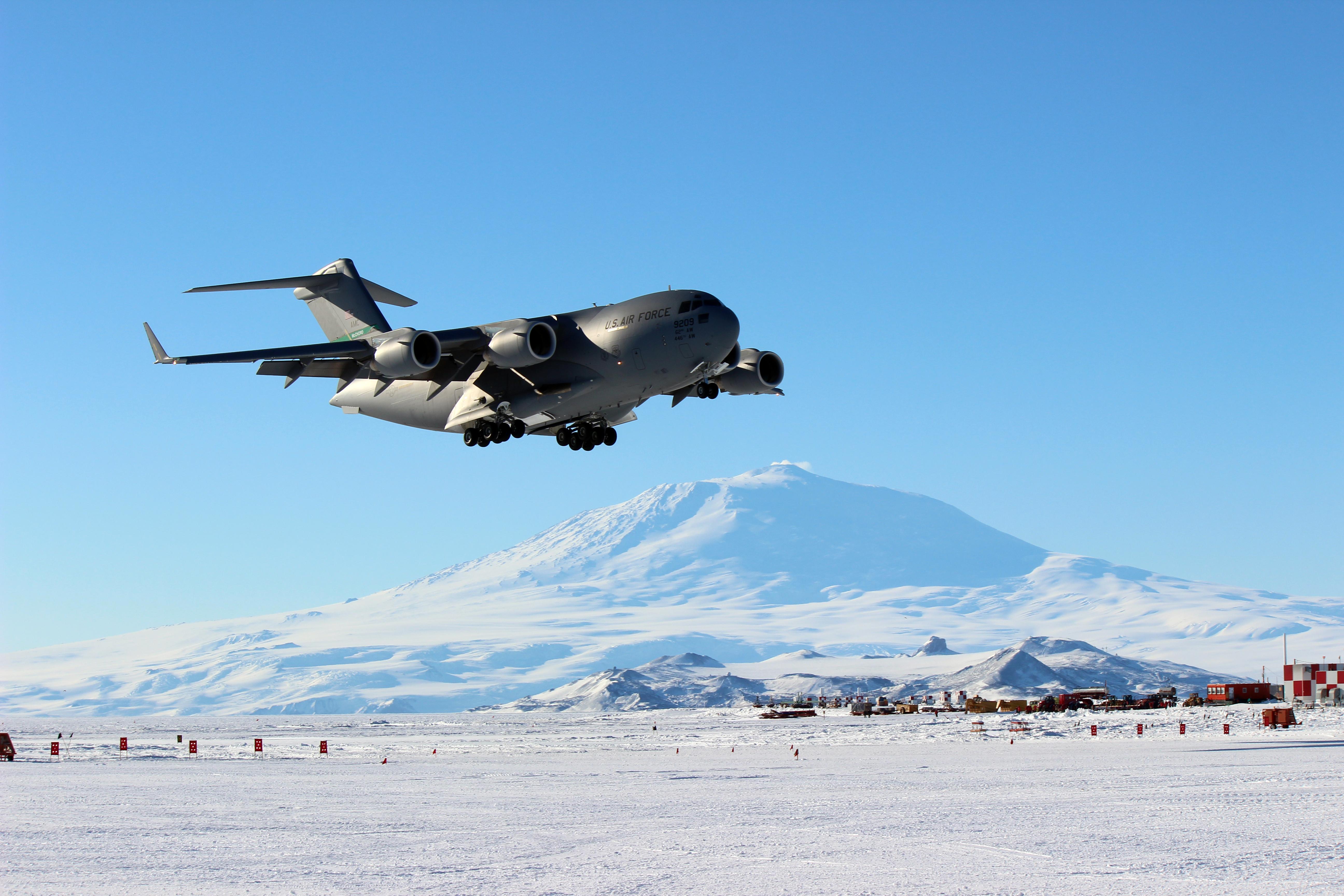 C130 C5 C17 Airlifters Prompt Washington Debate