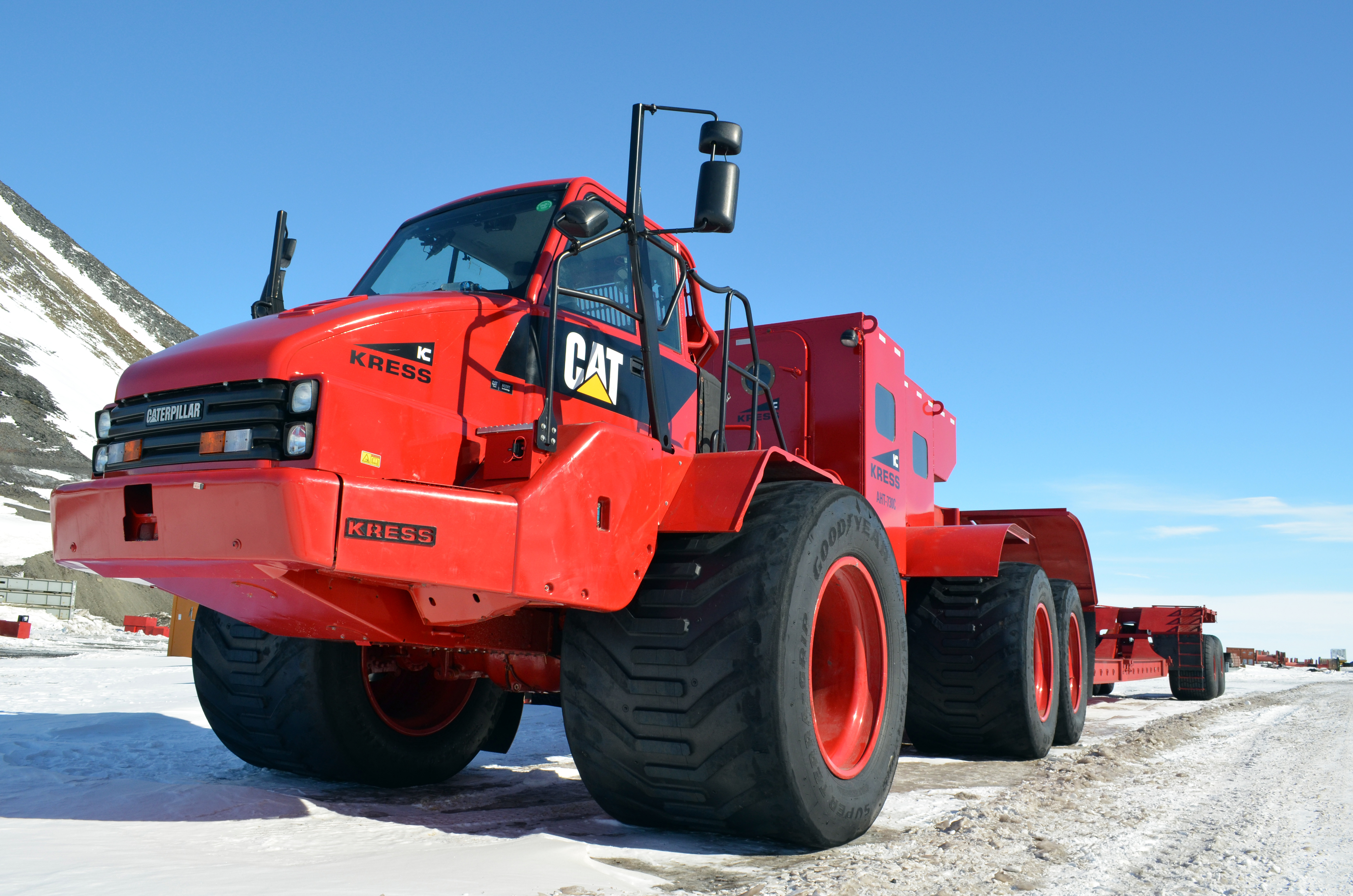 red giant truck - photo #6